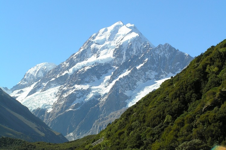 Aoraki-Mount_Cook_from_Hooker_Valley.jpg