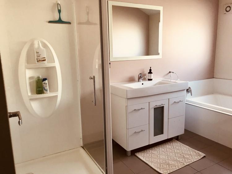 저희 부부와는 별개로 손님만을 위한 샤워공간입니다. (샴푸,바디워시,타월제공)